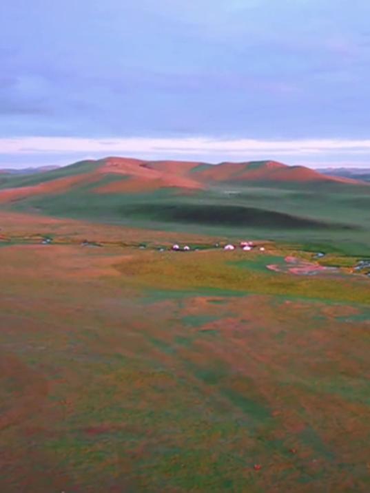 大开眼界!带你领略彩虹般的唯美草原